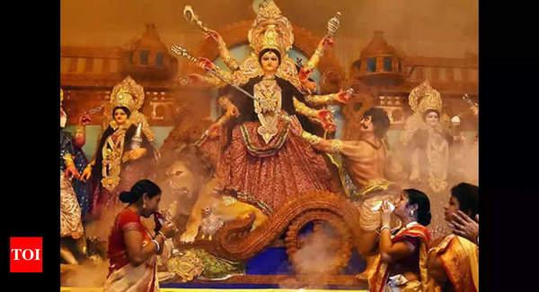 durga: Mumbai: Join live aarti at Bandra Durga Puja | Mumbai News - Times of India