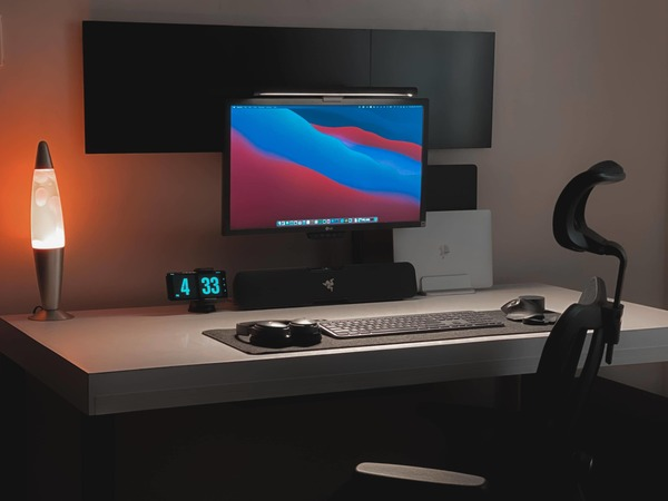 When your workstation is so clean it 'looks like a render' [Setups]