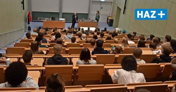"""Semesterbeginn """"unter Volllast"""": Erster großer Studentenandrang auf dem Campus Garbsen"""