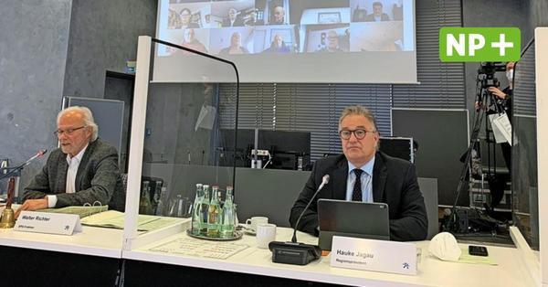 Massive Kürzungen: Kleine Fraktionen der Regionsversammlung sehen sich benachteiligt und prüfen Klage