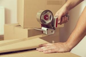 taping moving boxes