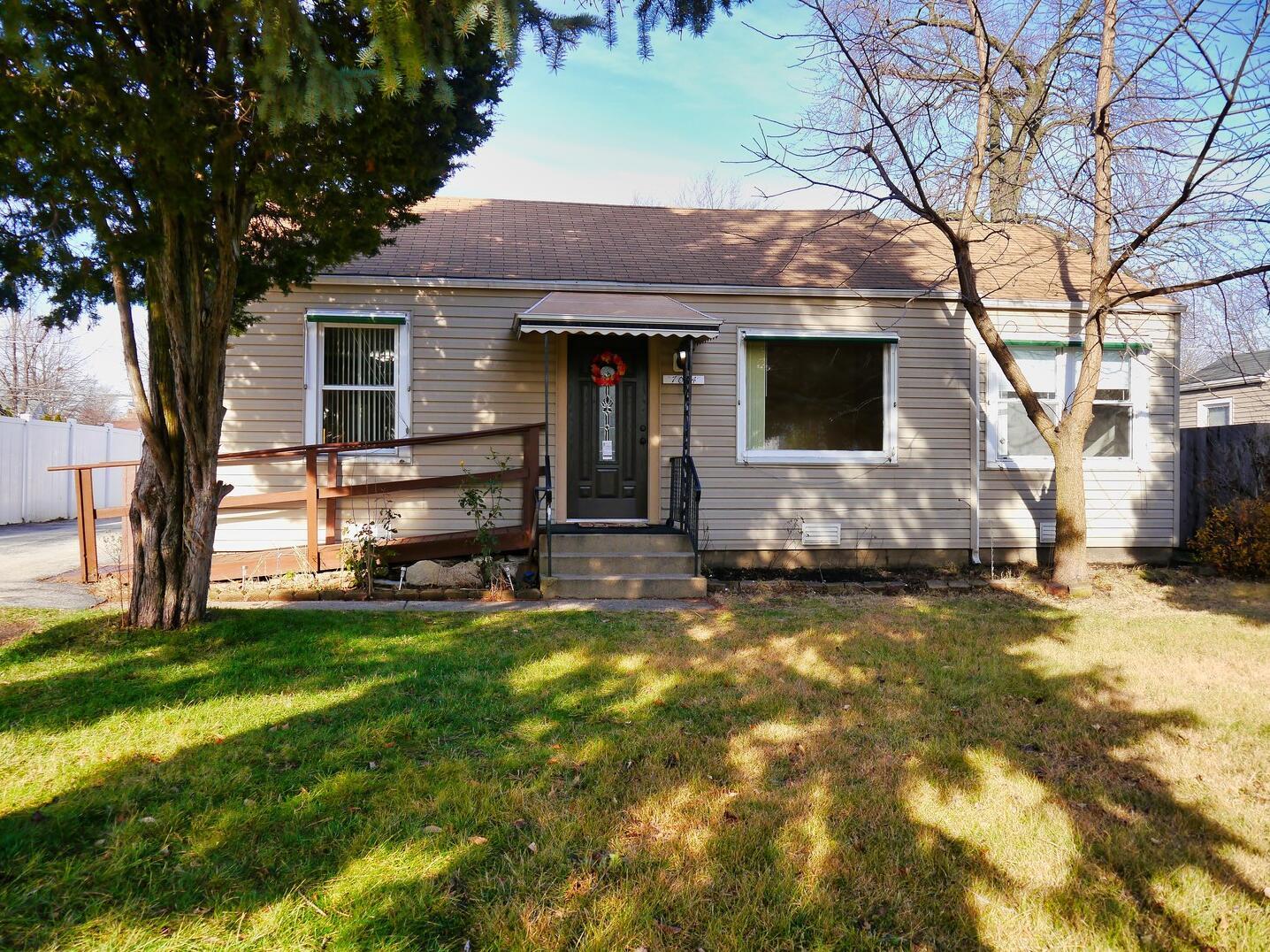 Photo of 7004 96th Oak Lawn IL 60453