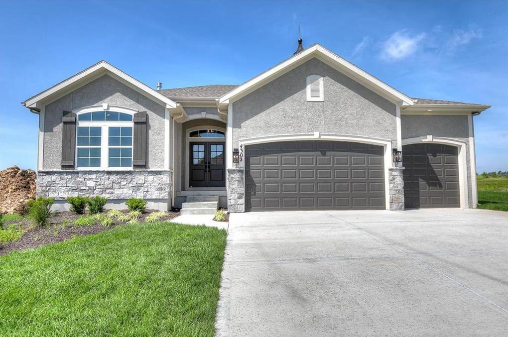 Photo of 4302 Lakeview Terrace Basehor KS 66007