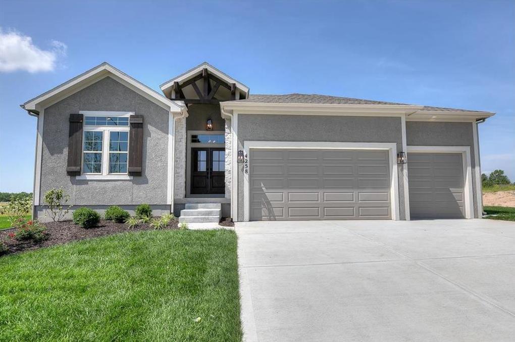 Photo of 4258 Lakeview Terrace Basehor KS 66007