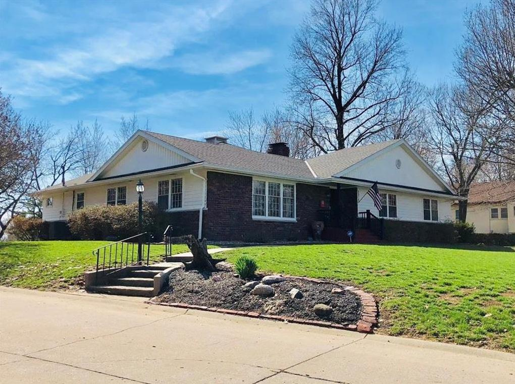 Photo of 2019 Ashland Avenue St Joseph MO 64506