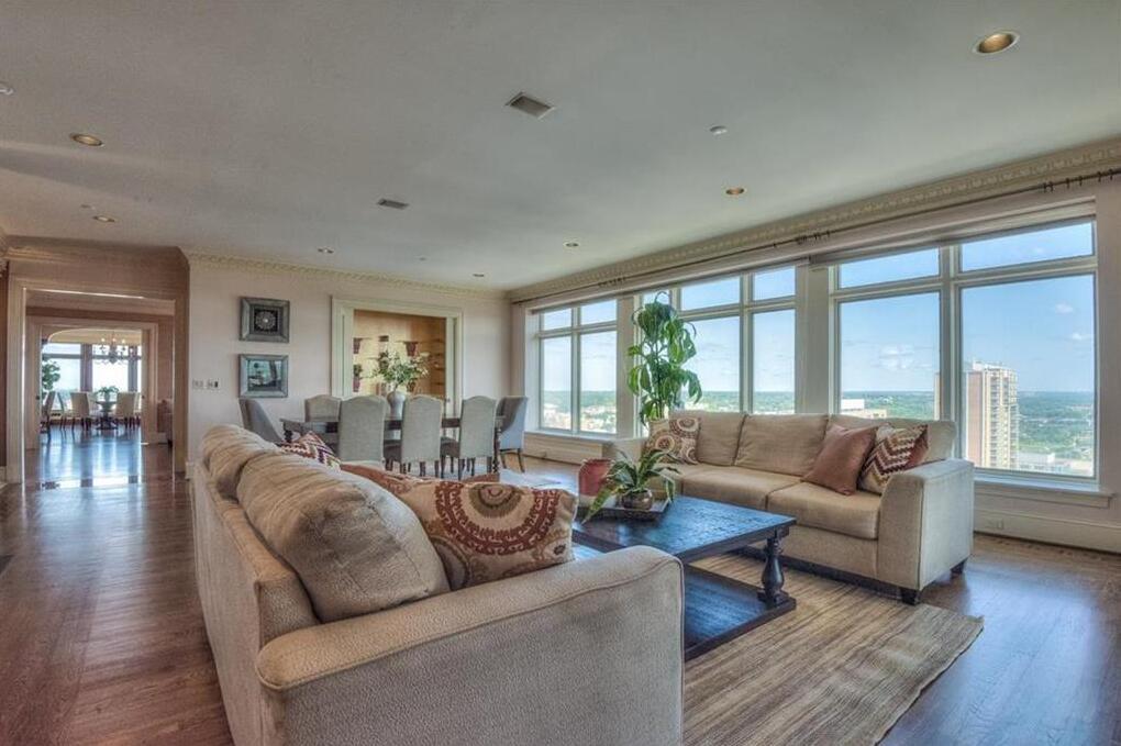 Photo of 400 W 49th Terrace Kansas City MO 64112