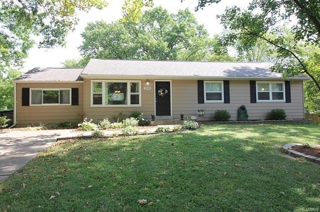 Photo of 10141 Meadowfield St Louis MO 63128