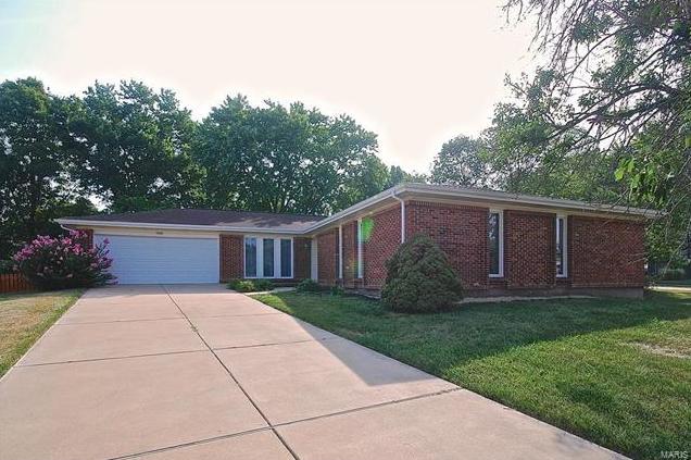 Photo of 1 Sunnyridge Court Ellisville MO 63011