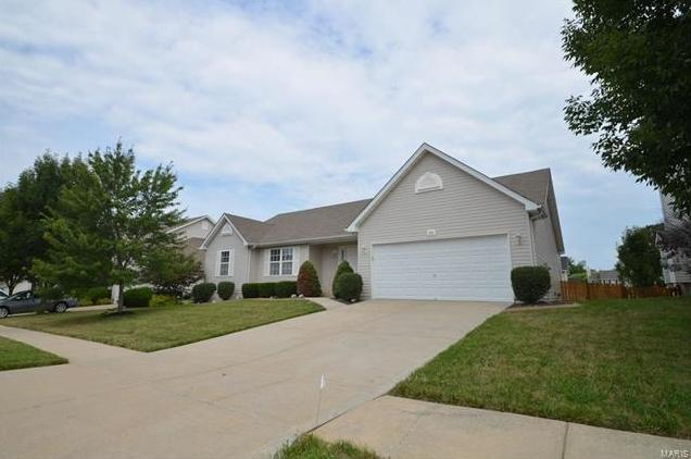 Photo of 425 Valley Oaks Drive Wentzville MO 63385