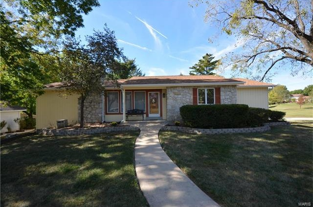 Photo of 103 Rue Grand Drive Lake St Louis MO 63367