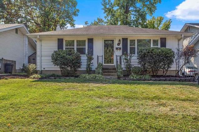 Photo of 820 Queen Anne Place Glendale MO 63122