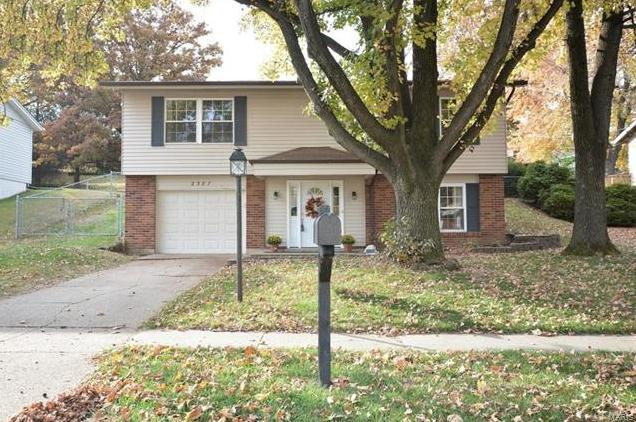 Photo of 2387 Wesglen Estates Maryland Heights MO 63043