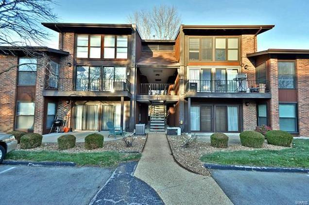 Photo of 1045 Mersey Bend St Louis MO 63129