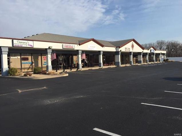 Photo of 1 Oakley Plaza , 4-10 Troy MO 63379