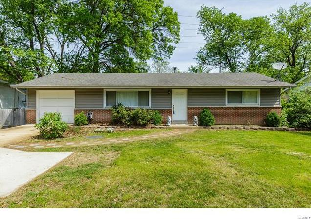 Photo of 10933 Big Bend Road St Louis MO 63122