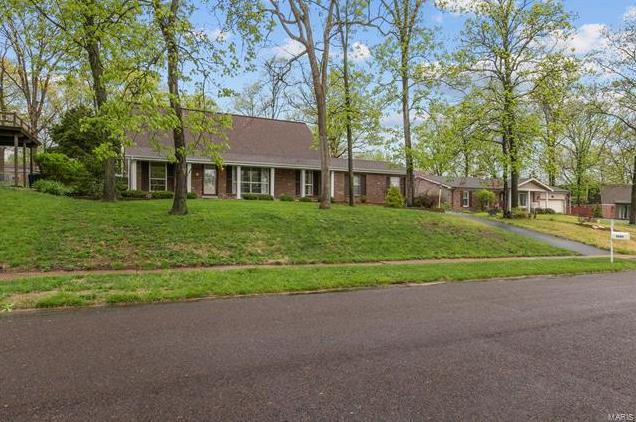 Photo of 5245 Ozarkglen Drive St Louis MO 63128