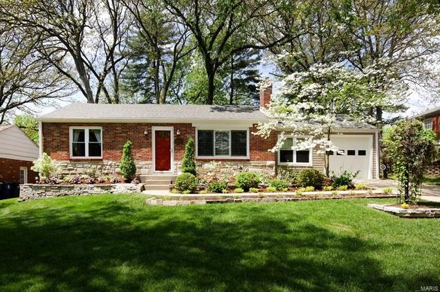 Photo of 1203 Cheshire Lane Webster Groves MO 63119