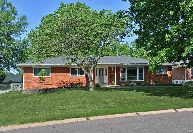 Photo of 11335 Oak Branch St Louis MO 63128
