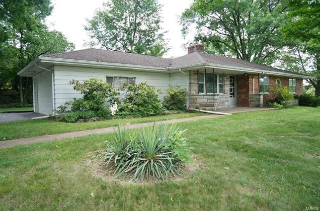 Photo of 2 Westminster Drive St Louis MO 63126