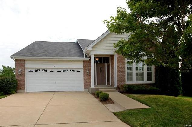 Photo of 916 Ridgepointe Place Circle Lake St Louis MO 63367