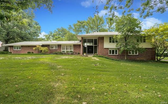 Photo of 10930 Rondelay Drive St Louis MO 63141