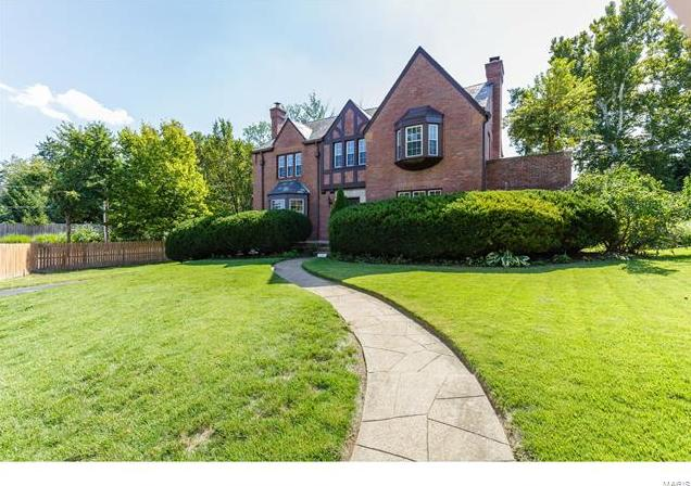 Photo of 124 Lake Forest Drive St Louis MO 63117