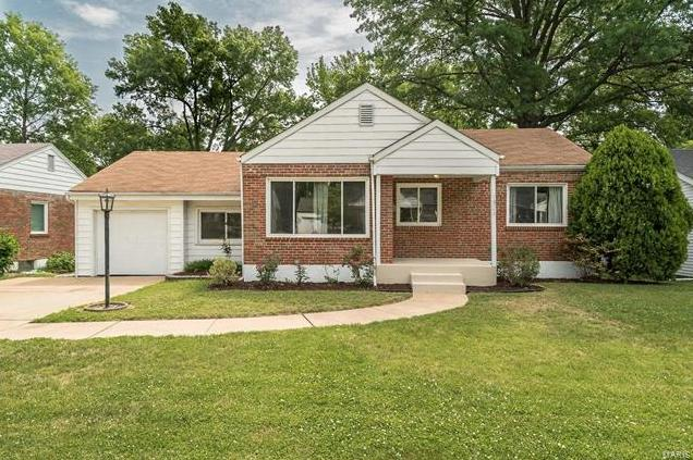 Photo of 1324 Pinetree Lane Webster Groves MO 63119