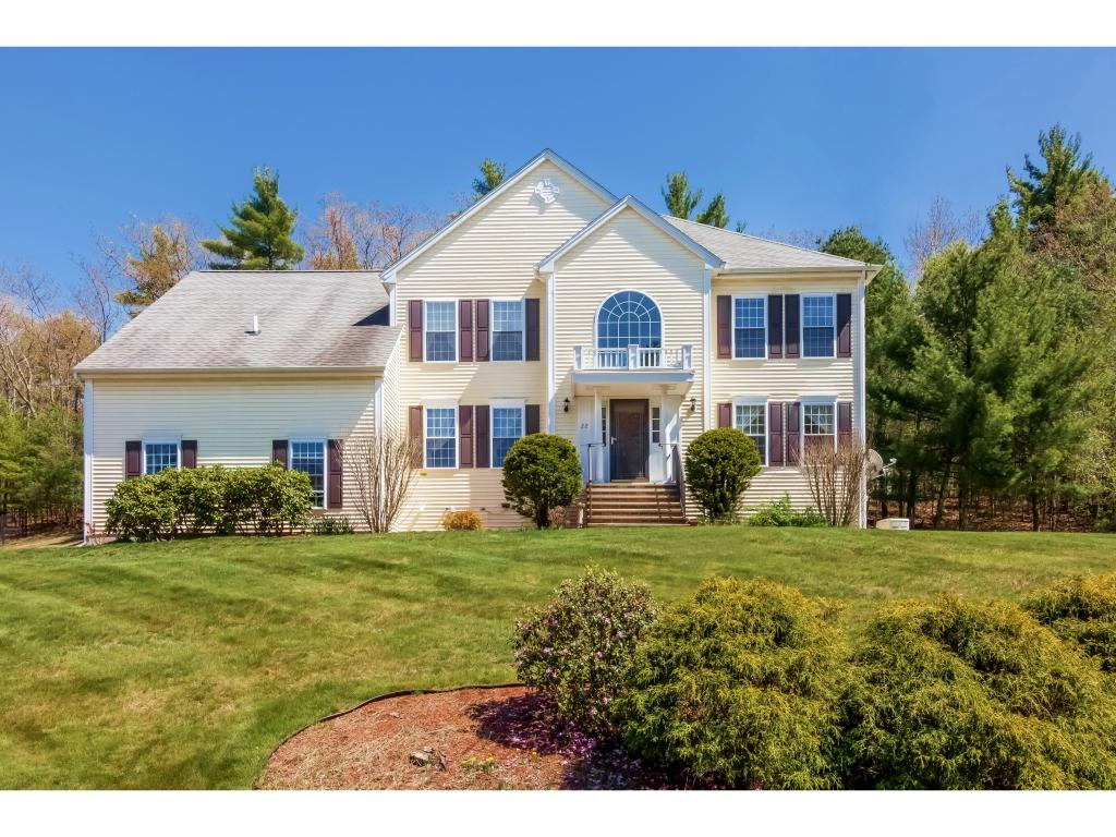 Photo of 22 White Oak Dr Nashua NH 03063