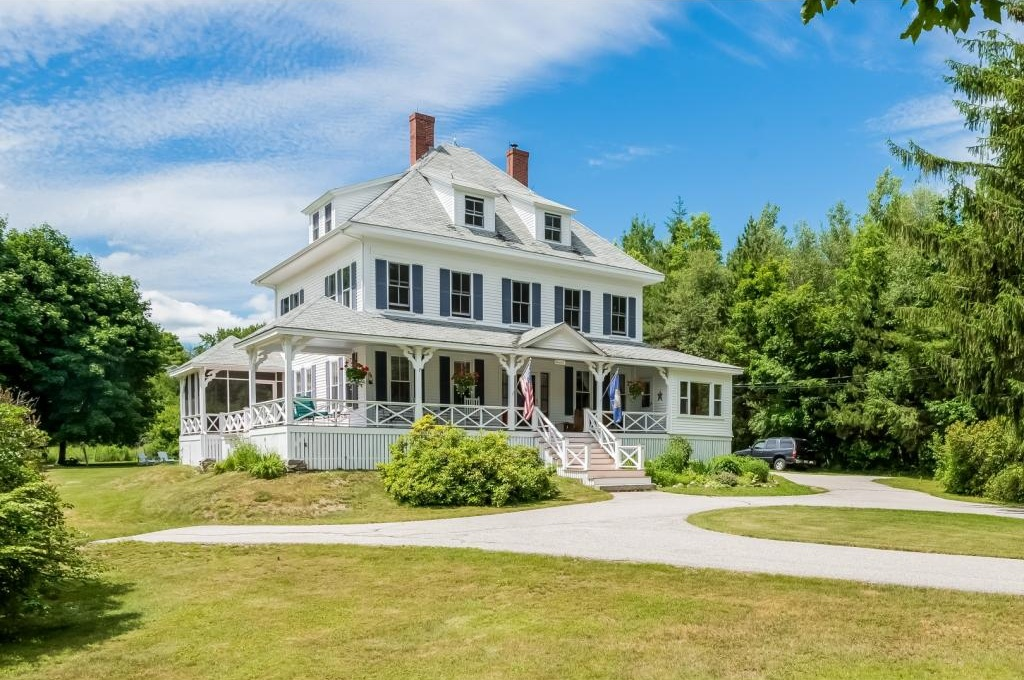 Photo of 17 Forest Road Wolfeboro NH 03894