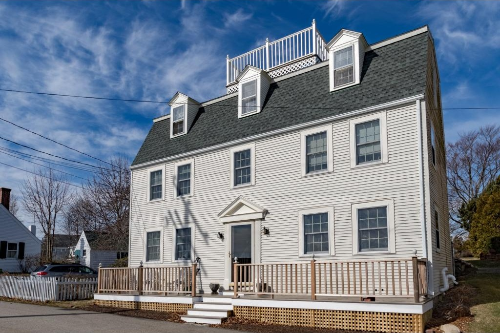Photo of 16 Wentworth Road New Castle NH 03854
