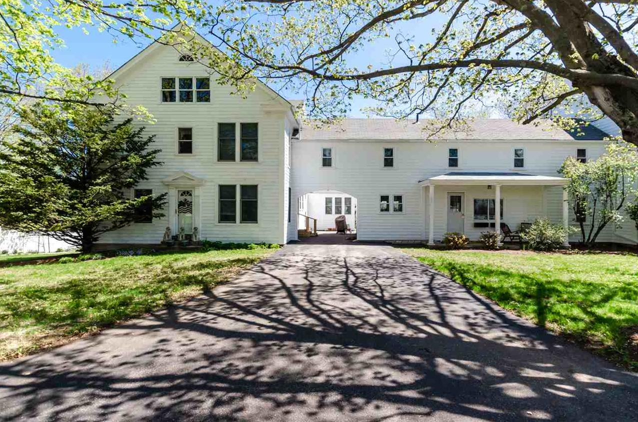 Photo of 208 Chestnut Hill Road New Boston NH 03070