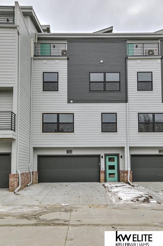 Photo of 931 S 33rd Terrace Plaza Omaha NE 68105