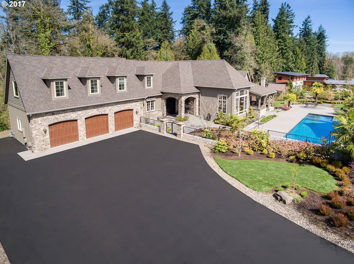 Photo of 951 ATWATER RD Lake Oswego OR 97034