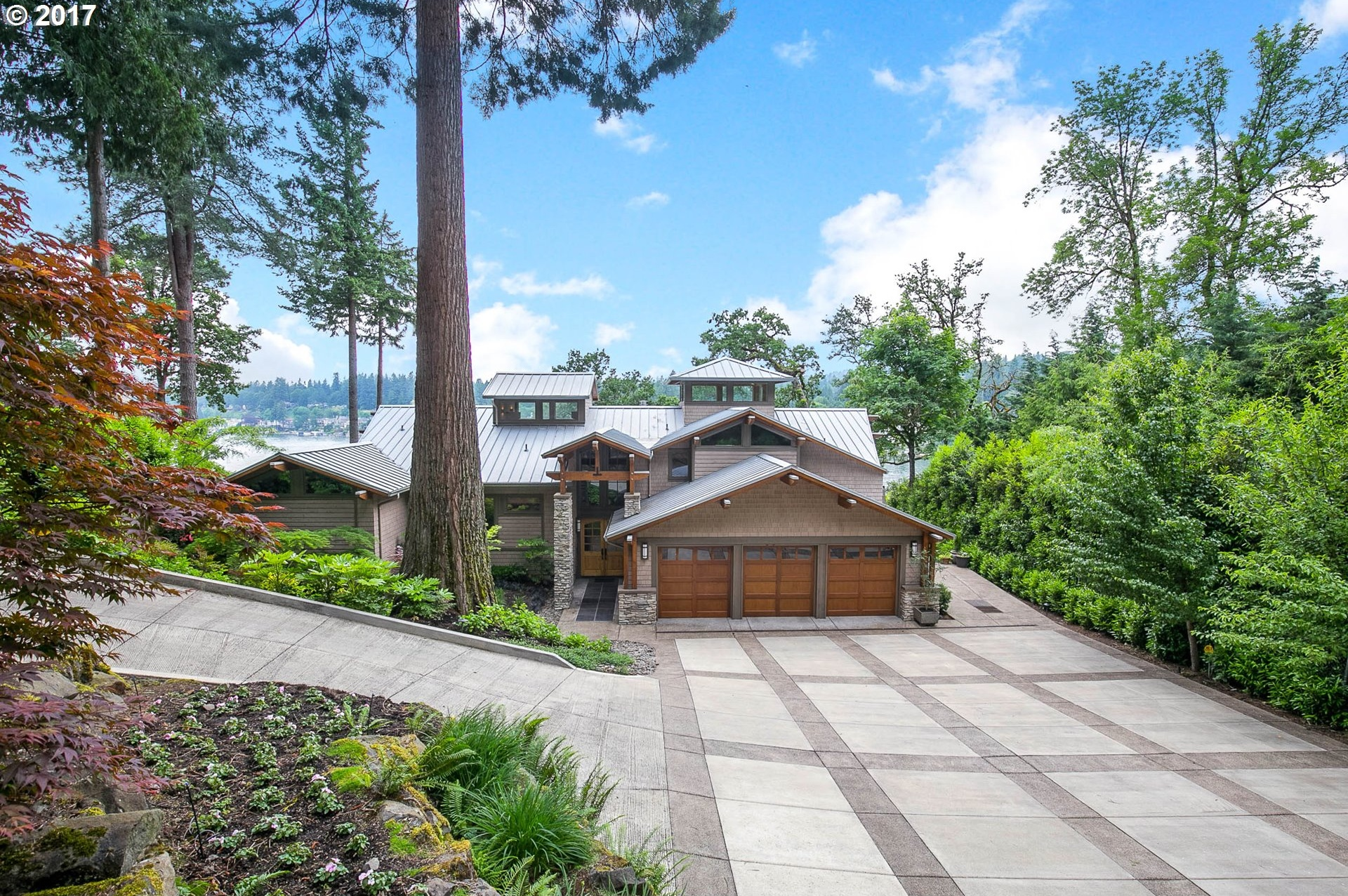 Photo of 16661 PHANTOM BLUFF CT Lake Oswego OR 97034