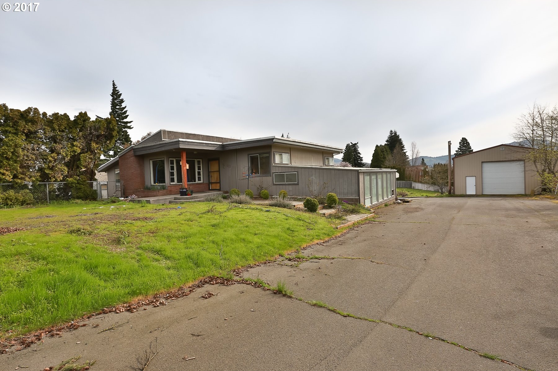 Photo of 975 HUTSON RD Hood River, OR 97031