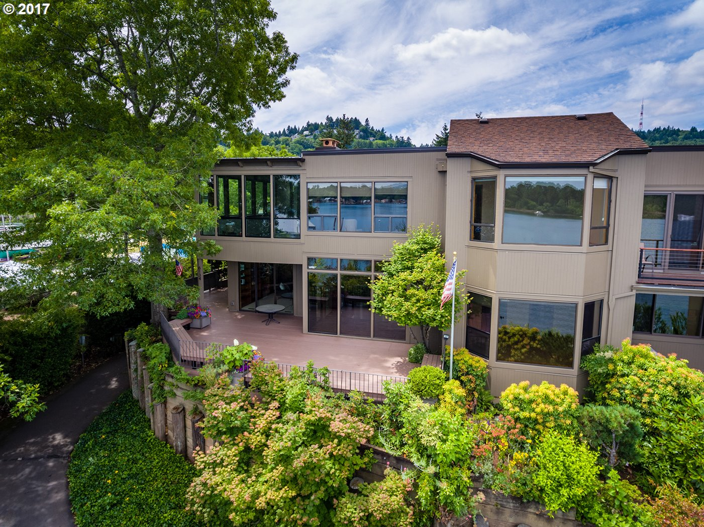 Photo of 6134 SW RIVERPOINT LN Portland OR 97239