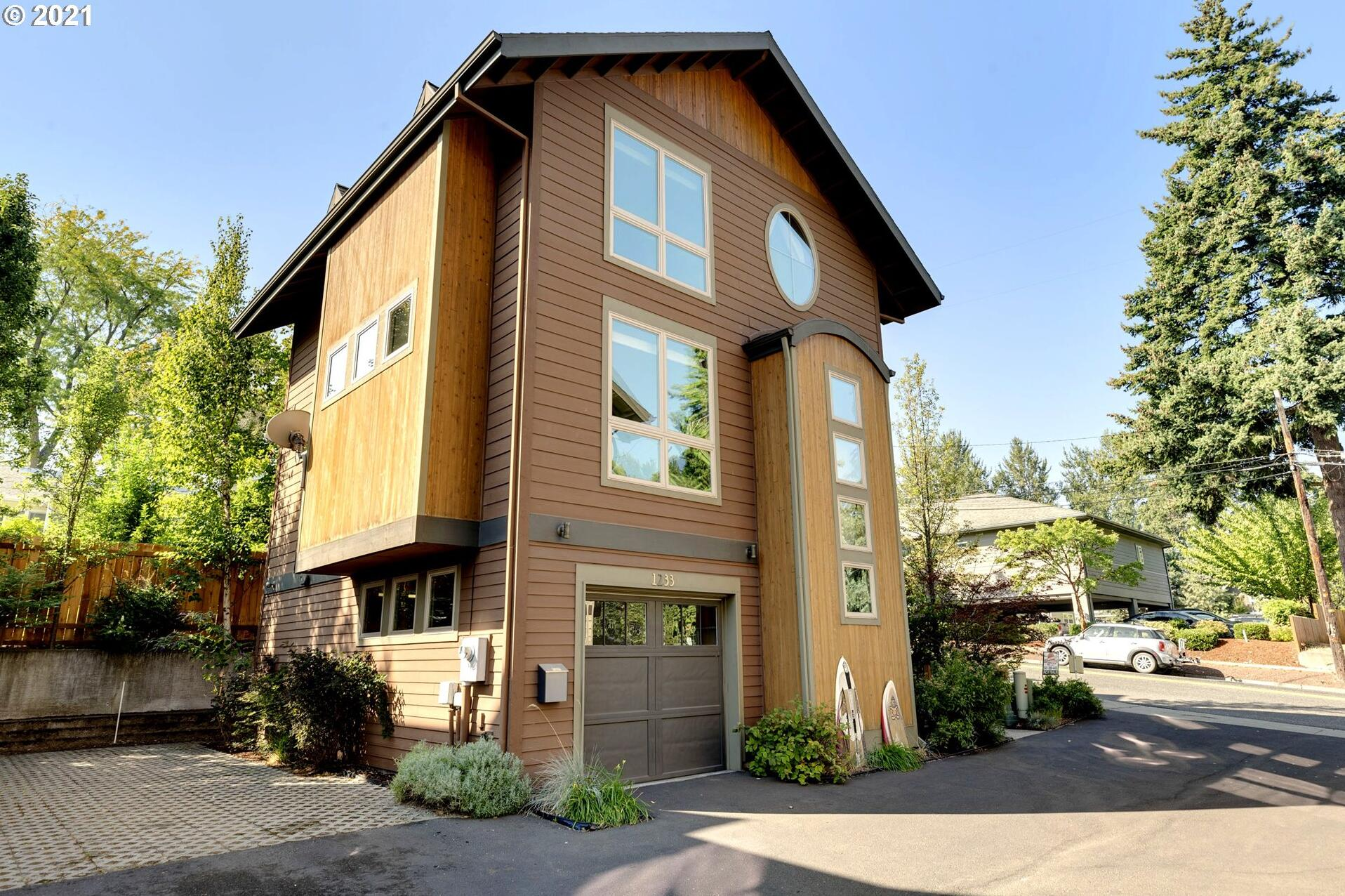 Photo of 1233 PEAR TREE LN Hood River OR 97031