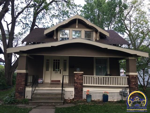 Photo of 114 SW Broadmoor AVE Topeka KS 66606