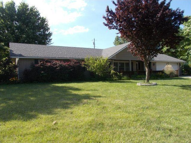 Photo of 304 E Countryside DR Mclouth KS 66054