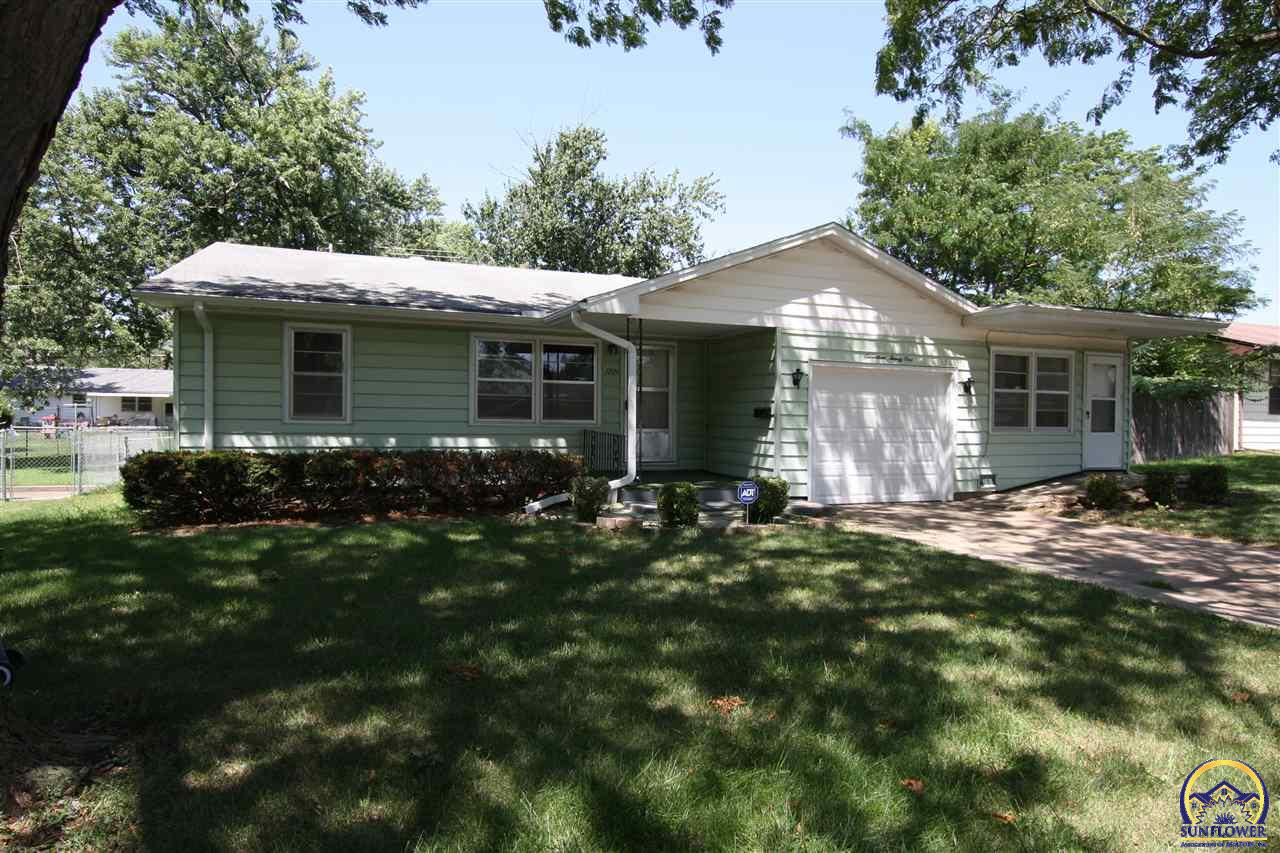 Photo of 1721 SW Crest DR Topeka KS 66604