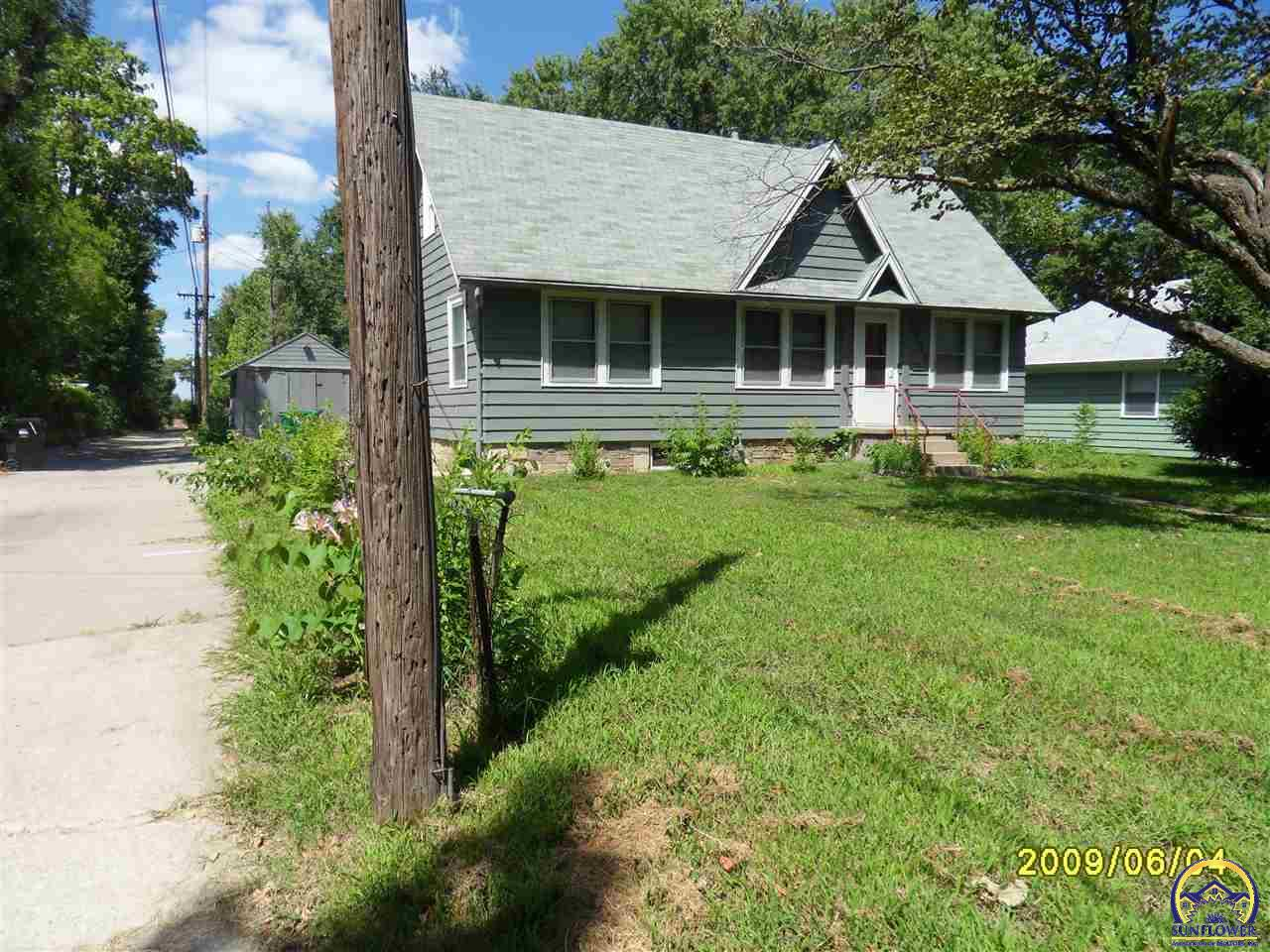 Photo of 3720 SW 9th St Topeka KS 66604
