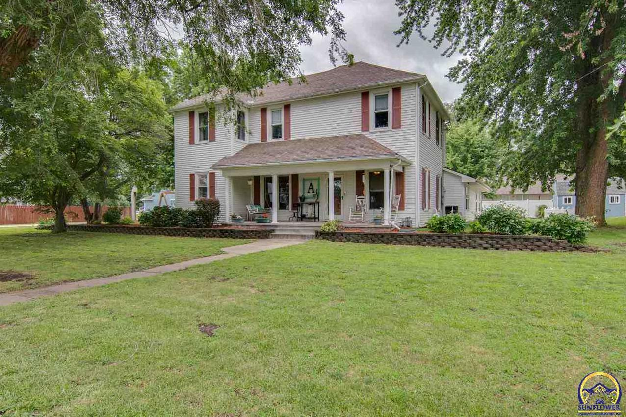 Photo of 525 Perry ST Rossville, KS 66533