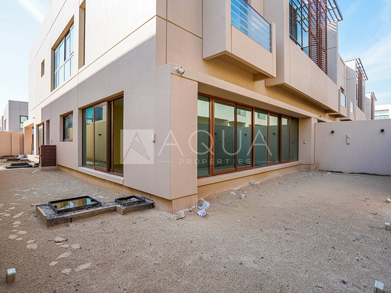 Single Row Corner 4 Bed | MBR | Vacant
