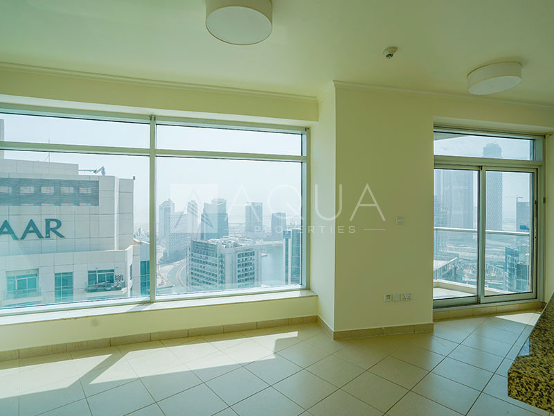 Immaculate Managed Unit | Balcony | High Floor