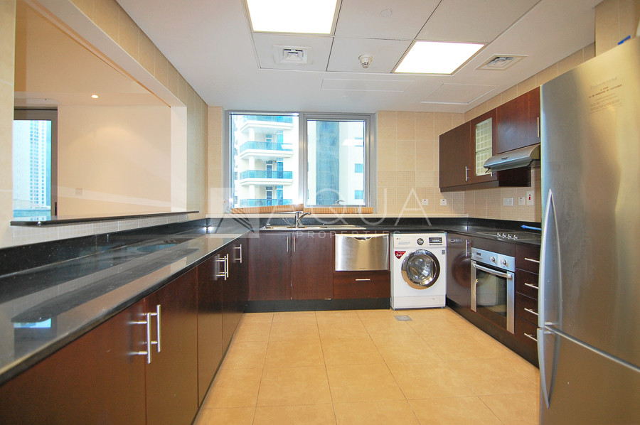 Beach Access | Fitted Kitchen | Near Metro