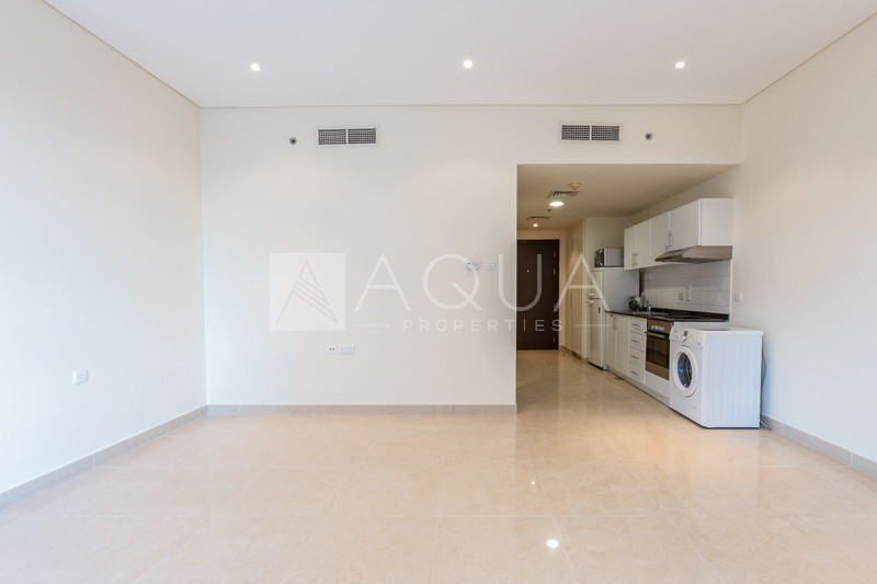 Vacant on Transfer | Next to the Metro | Mid Floor
