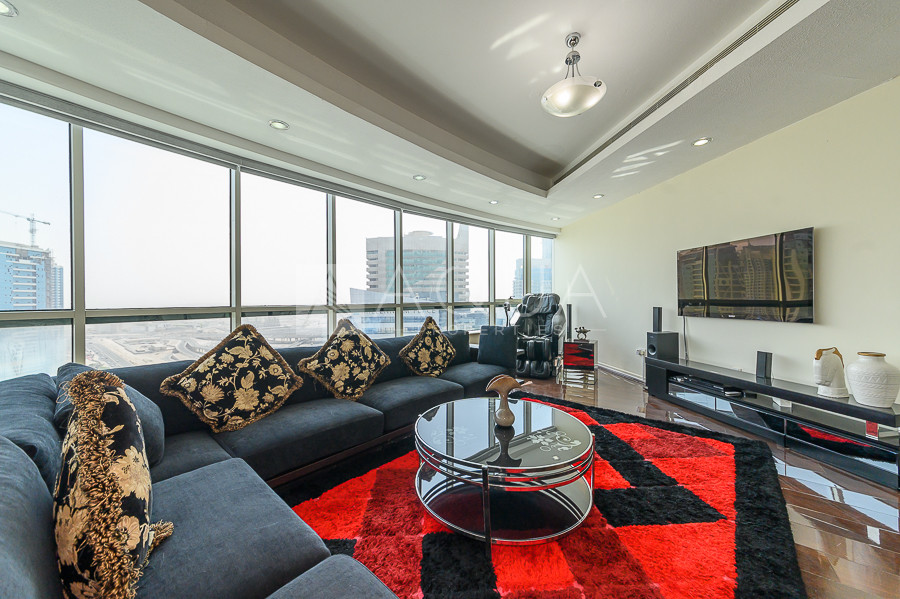 Luxury Unit | Fully Furnished | Maid's Room