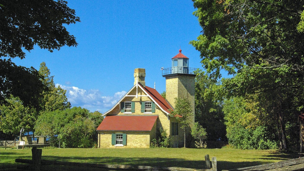 Astonishing Fall Colors Lighthouses Of The Great Lakes Tour Premier Download Free Architecture Designs Rallybritishbridgeorg