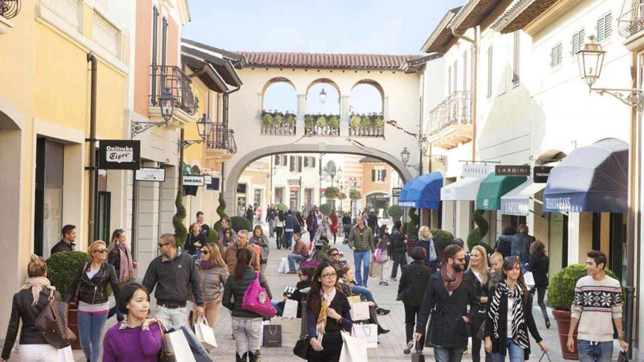 Shopping Tour of Milan - Serravalle Designer Outlet 49f9e9db371