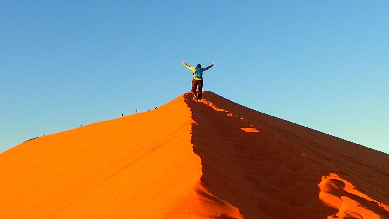 Sunrise hike up Dune 45